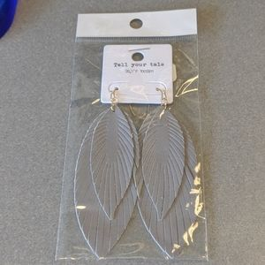 Drop leaf feather earrings
